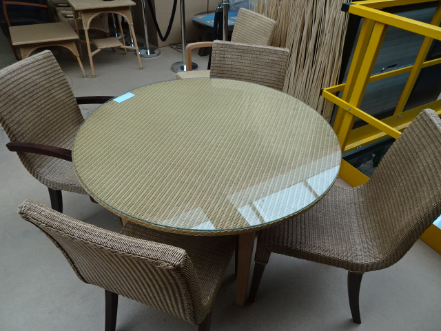 4 lloyd loom design stoelen met ronde lloyd loom tafel