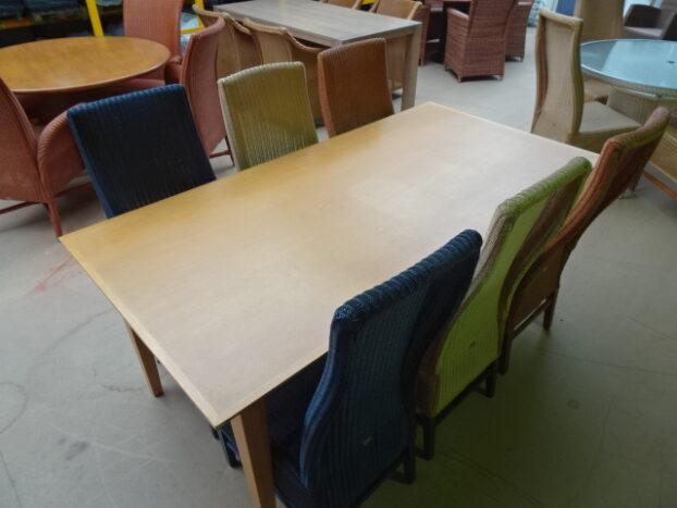 6 lloyd loom stoelen / 3 kleuren met rechthoekige tafel