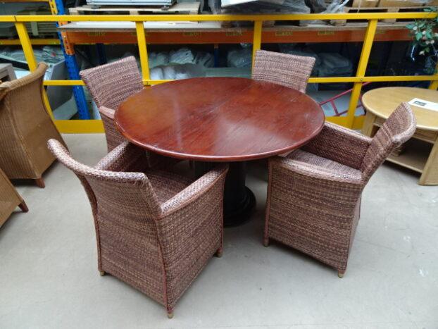 4 twee kleuren loom stoelen model 3504 SM ontwerp met ronde tafel