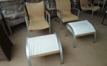 2 lloyd loom stoelen met voetenbankje